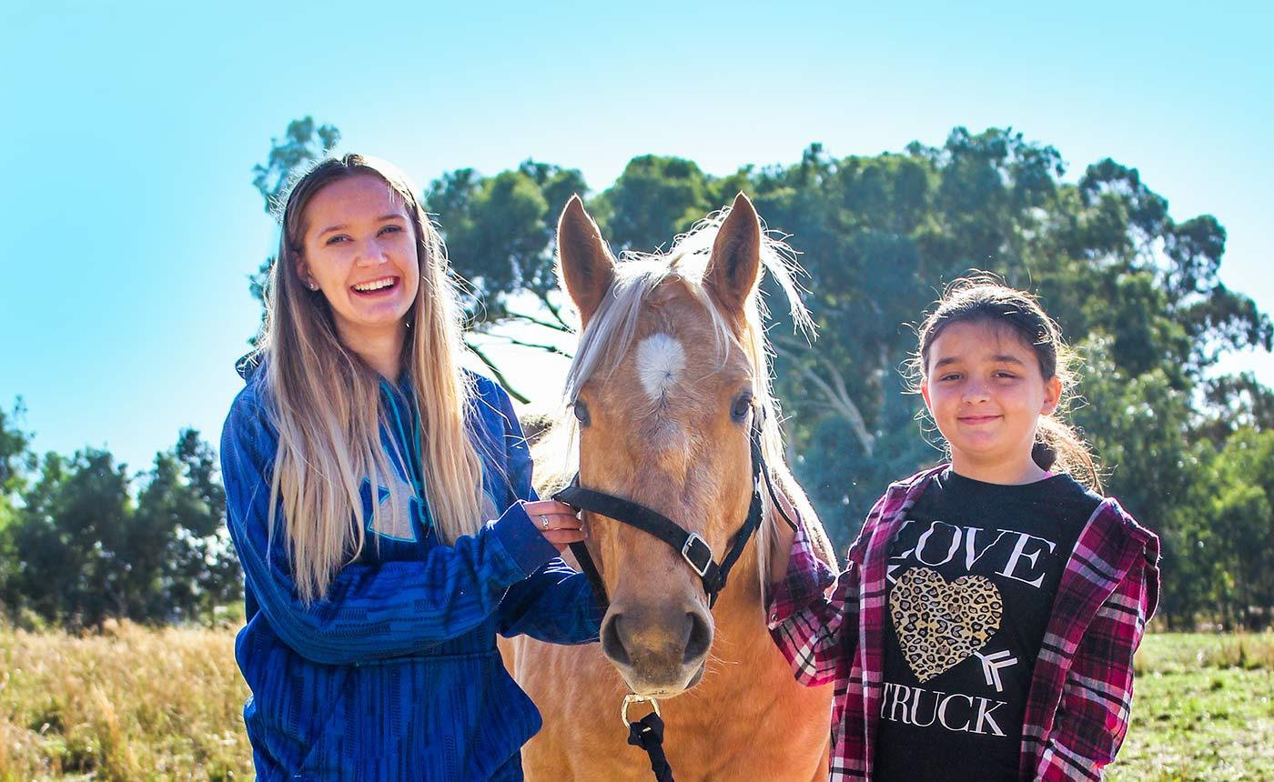 horse 2 girls