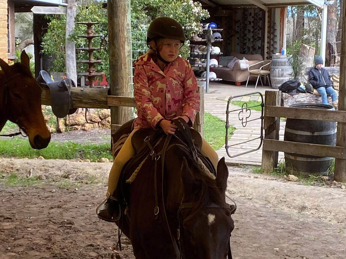girl-horse-backriding